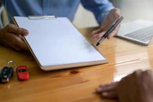 assinar empréstimos para casa e carro. foto
