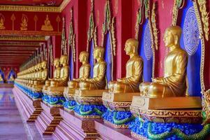 província de Krabi, Tailândia, 19 de maio de 2019 - buddha wat mahathat wachiramongkol wat bang thong foto