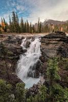 athabasca falls on the Upper athabasca river is waterfall in jasper national park foto