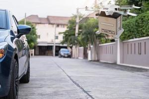 dispositivo de engenharia de tecnologia drone para a indústria voando em industrial para logística exportação importação produto serviço de entrega em casa logística frete transporte transporte ou showroom de peças de automóveis foto