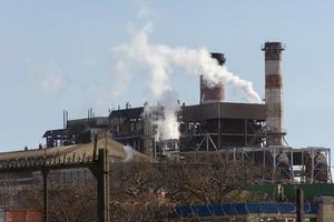 o conceito de poluição de emissões de fábrica foto
