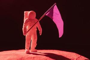 composição do espaço de naturezas mortas com astronauta branco foto
