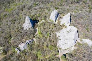 vista aérea do templo do sol, rochas na montanha na península da Crimeia. crimeia. foto