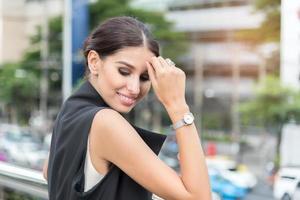bela mulher de negócios posando, foto estilo retrato, conceito de negócio