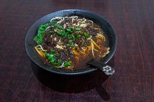 lanches tradicionais chineses, macarrão chongqing foto
