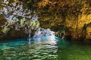 o encanto das cavernas da puglia. caverna palazzese foto