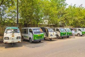 tuk tuks em new-delhi, índia foto