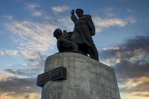 monumento aos marinheiros da frota mercante. vladivostok, rússia foto