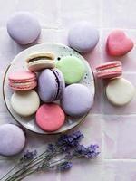 macarons franceses com sabores diferentes foto