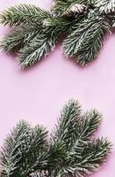 fundo plano de natal com árvore de abeto e decorações foto