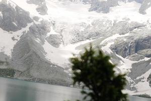 katora lago kumrat vale bela paisagem vista das montanhas foto