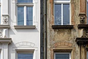reforma de prédio reformado e não reformado prédio antigo foto