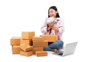 mulher que trabalha vende online foto
