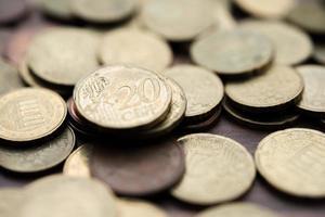 pilha de dinheiro, conceito de economia de dinheiro foto