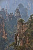 lindo filho do céu, montanha tianzishan, na província chinesa de hunan foto