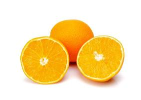 laranja em fundo branco foto