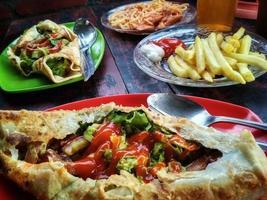foto do kebab de batata recém-servido