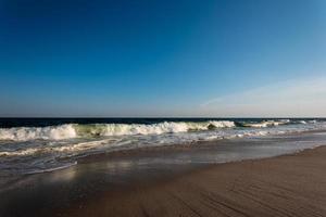 ouvindo as ondas do oceano foto