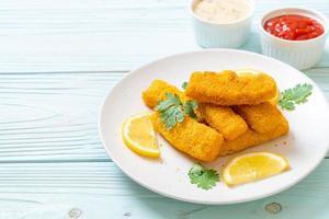 picadinho de peixe frito ou batata frita de peixe foto