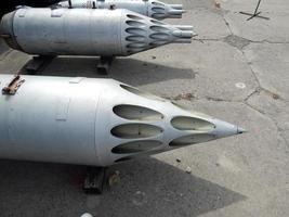 armamento de aeronaves e helicópteros, foguetes, bombas, canhões foto