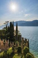 lago garda e a beleza de punta san vigilio. foto