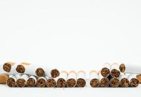 pilha de cigarro e espaço em branco de texto foto