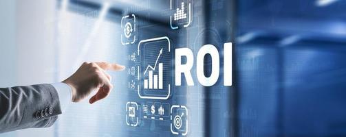 conceito financeiro de análise de tecnologia de negócios de retorno do investimento roi foto