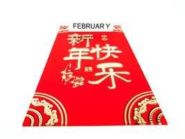 envelope vermelho isolado no fundo branco com fevereiro para presente ano novo chinês. texto chinês no envelope significa feliz ano novo chinês foto