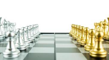 conceito de jogo de tabuleiro de xadrez de ideias de negócios e conceito de ideias de competição e estratégia, conceito de líder e trabalho em equipe para o sucesso. foto