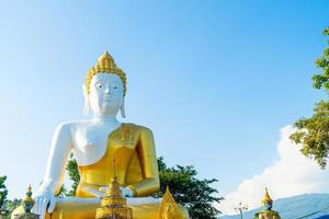 wat phra that doi kham - templo da montanha dourada foto