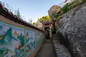 china, 2021 - mural em um templo foto