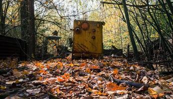 pripyat, ucrânia, 2021 - equipamento contaminado em chernobyl foto