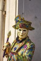 Veneza, Itália, 10 de fevereiro de 2013 - pessoa não identificada com máscara de carnaval veneziano em Veneza, Itália. em 2013 é realizada de 26 de janeiro a 12 de fevereiro. foto