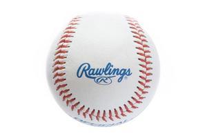 belgrado, sérvia, 3 de novembro de 2017 - vista do close up na bola de beisebol rawlings. rawlings é uma empresa de equipamentos esportivos com sede nos estados unidos, fundada em 1887. foto