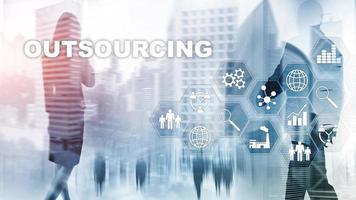 terceirização de recursos humanos. conceito de indústria de negócios globais. freelance terceirizar parceria internacional foto