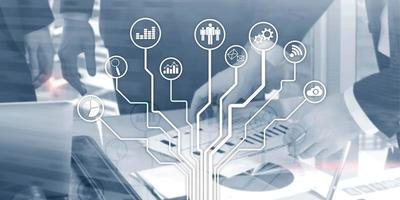 tecnologia de negócios financeiros usando o conceito de vida de liberdade na internet. ícones de aplicativos no fundo desfocado. interface de linha fina de ícones. foto
