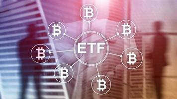 conceito de negociação e investimento de criptomoeda bitcoin etf em fundo de dupla exposição. foto