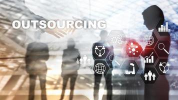 terceirização de recursos humanos. conceito de indústria de negócios globais. freelance terceirizar parceria internacional. foto