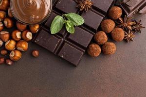 arranjo em barra de chocolate com trufas foto