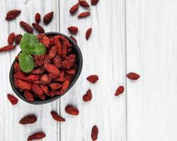 bagas vermelhas secas de goji para uma dieta saudável. foto