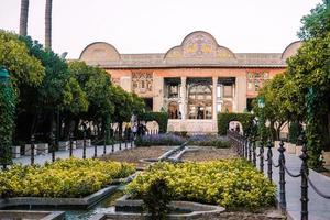 Shiraz, Irã, 2016 - fachada da casa persa narenjestan e ghavam ou qavam com jardim eram foto