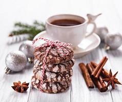 biscoitos de chocolate crepitantes de natal foto
