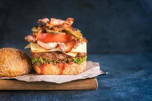 hambúrguer de carne suculenta foto
