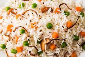 arroz indiano ou legumes pulav ou biryani veg foto