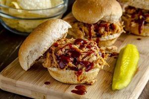 sanduíches de carne de porco desfiada