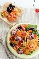 espaguete de frutos do mar marinara macarrão prato foto