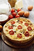 kish com frango, cogumelos e tomate cereja
