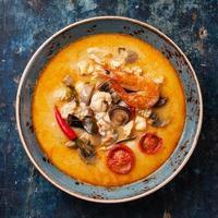 sopa tailandesa picante tom inhame foto