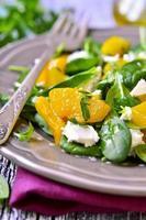 salada de espinafre com abóbora assada. foto