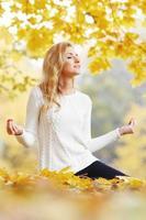 ioga de outono foto